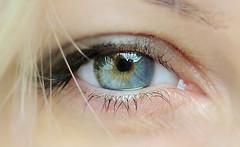 различает человеческий глаз
