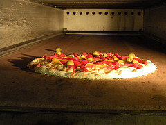 готовится пицца