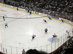 играют хоккей